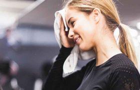 femme à la fin de sa séance de sport