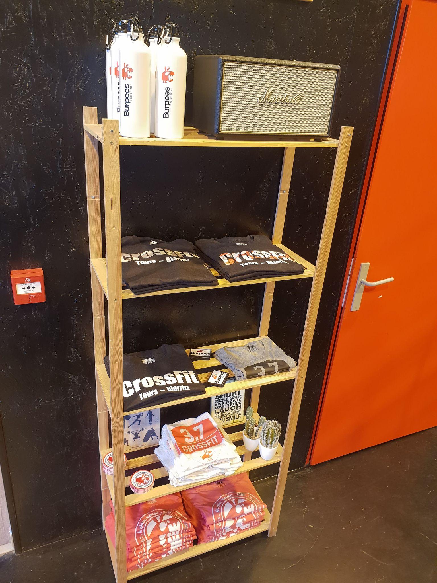 étégère boutique accessble